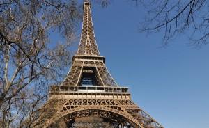 i-escape bog / The Eiffel Tower Paris