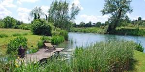 A riverside relaxation spot at La Finestra Sul Fiume