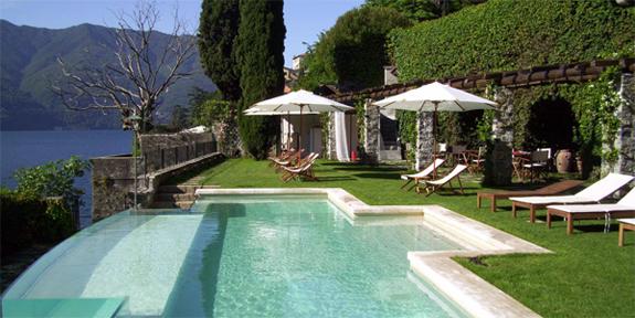 Relais Villa Vittoria's lakeside infinity pool