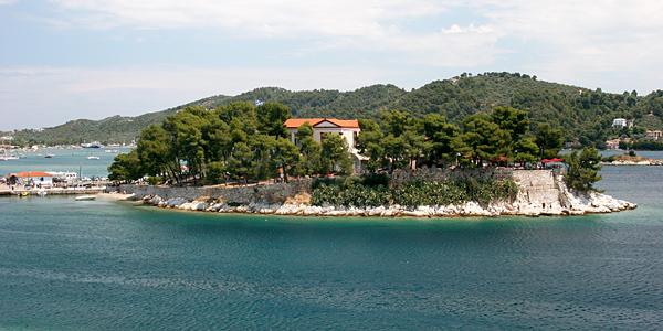 Boutzi islet, Skiathos Town