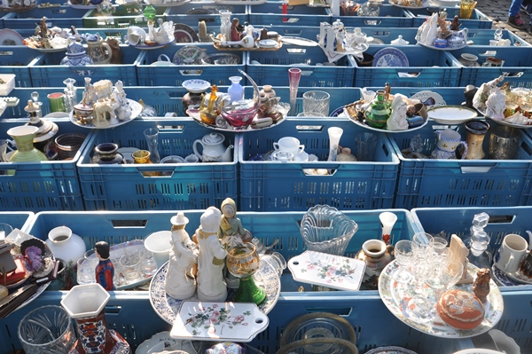 Flea market in the Place du Jeu de Balle