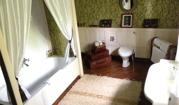 Augill Castle, Appleby bathroom