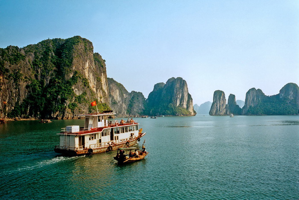 i-escape: Halong Bay, Vietnam