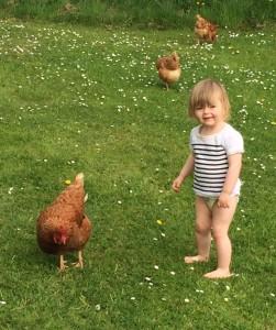 i-escape blog / Saphie and the chickens