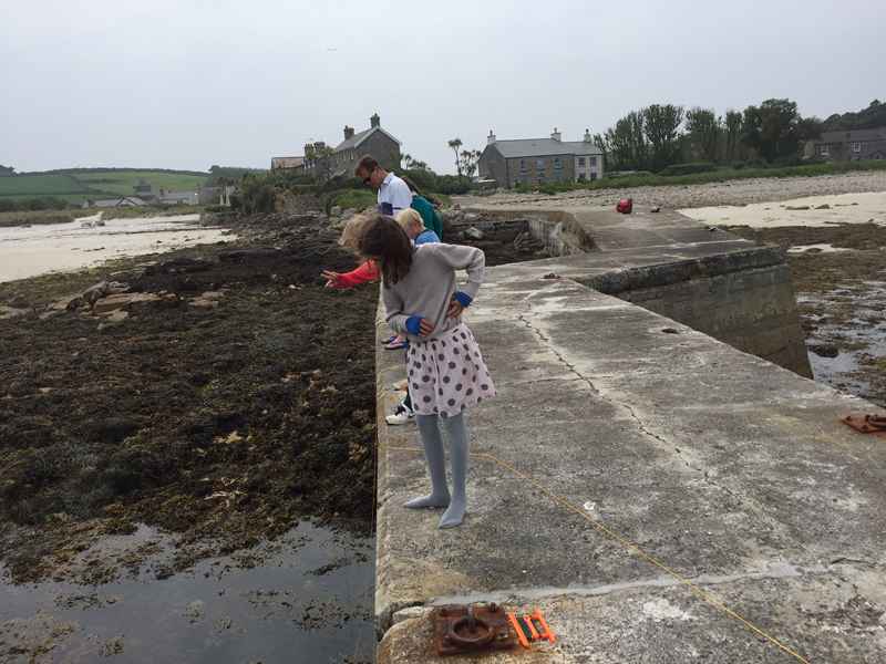 i-escape blog / A family holiday on the Isles of Scilly / The kids loved Crabbing