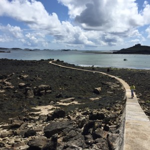 i-escape blog / The low tide walkway between Tresco and Bryher