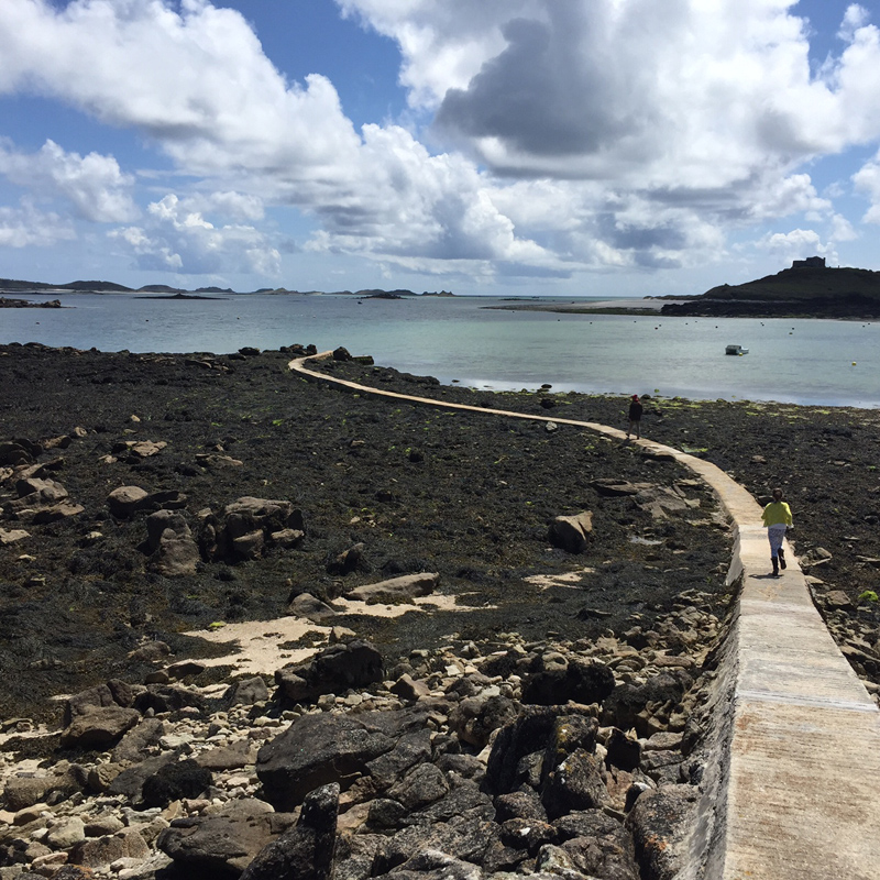 i-escape blog / A family holiday on the Isles of Scilly / The low tide walkway between Tresco and Bryher