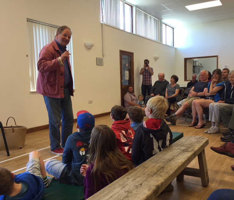 i-escape blog / A family holiday on the Isles of Scilly / The marvellous Michael Morpurgo giving a talk about his books on Bryher