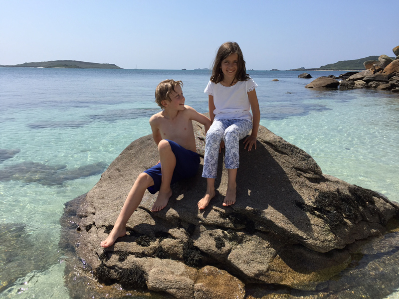 i-escape blog / A family holiday on the Isles of Scilly / The kids enjoying the sunshine on Tresco