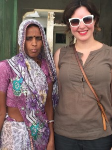 i-escape blog / Celia with an Indian woman who also has 5 kids