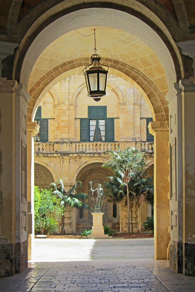 i-escape blog / Grand Master's Palace, Valletta, Malta