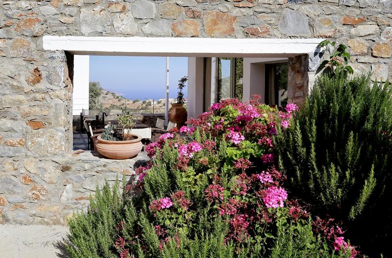 Find your perfect mountain retreat / Achlada Mourtzanakis Residence, Crete