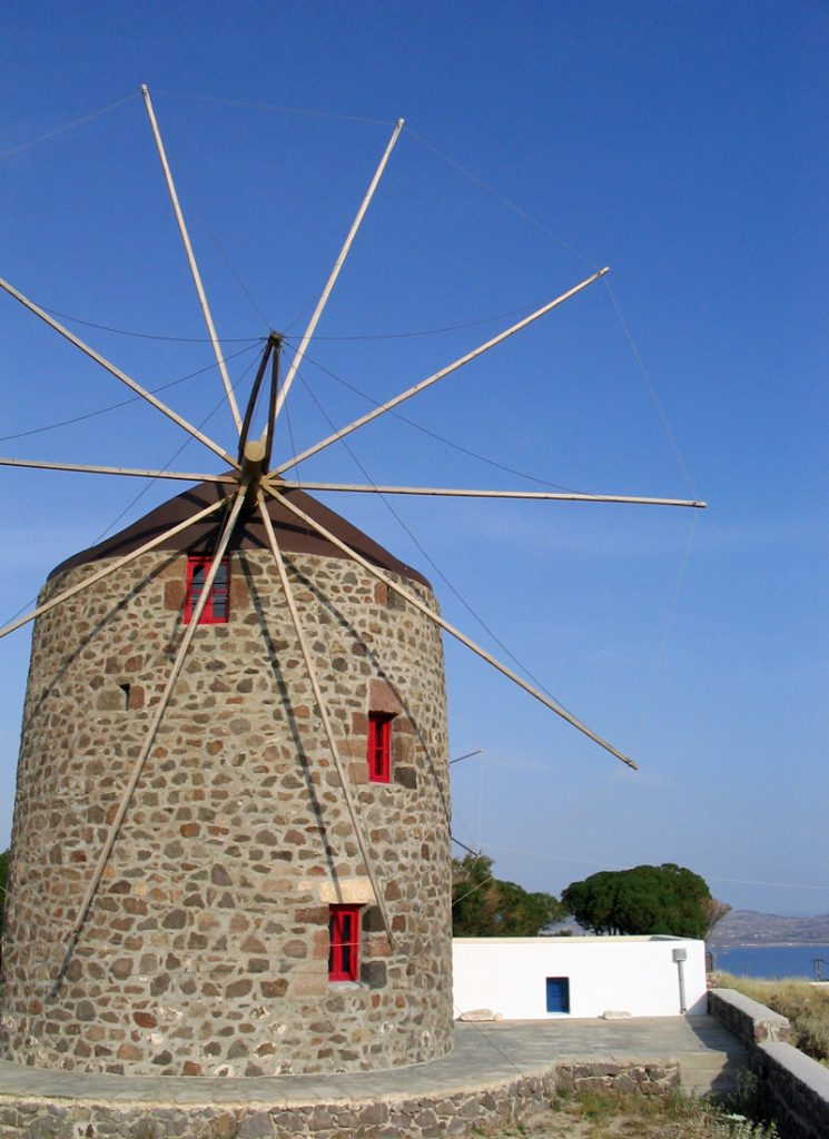 i-escape blog / 10 Quirky Family Places / Milos Windmill