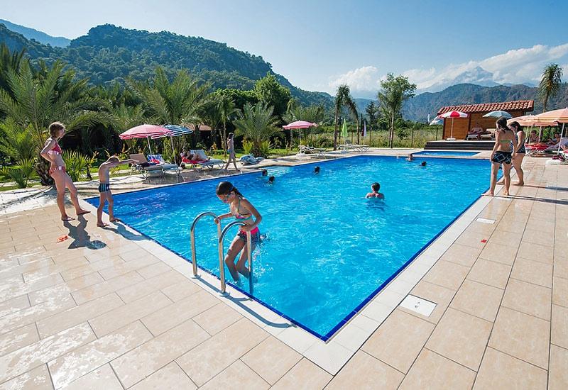 i-escape blog / Family Holidays 2018: Where to Book Now / Azur Hotel