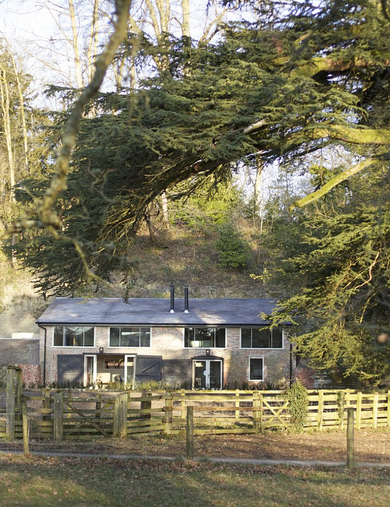 i-escape blog / Five Affordable & Romantic Rural UK Boltholes / Splendens Pavillions, The Beckford Arms, Wiltshire, UK