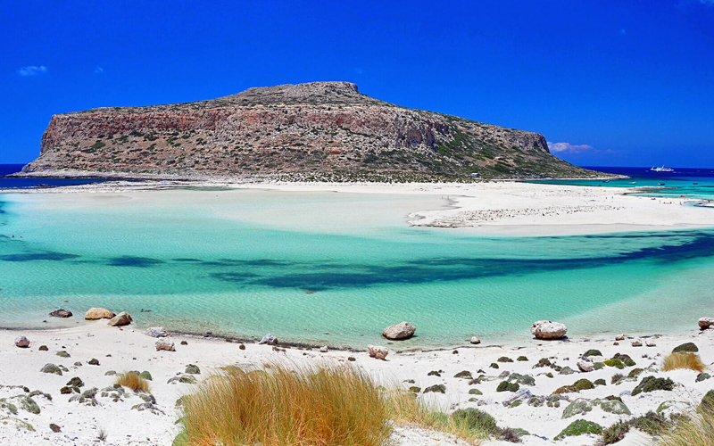 the i-escape blog / Which greek islands are best for families / Cretan contemporary villas