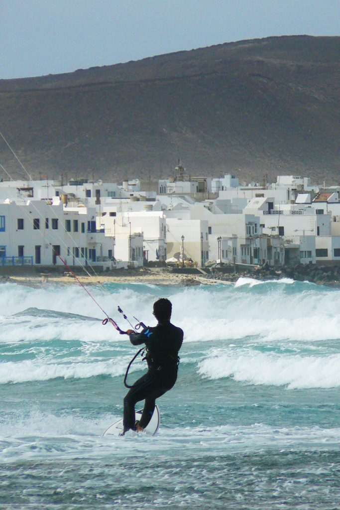 i-escape blog / Water sports beach holidays / Kitesurfing in Lanzarote