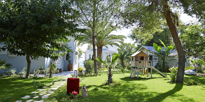 the i-escape blog / Which greek islands are best for families / Paradisso beach villas