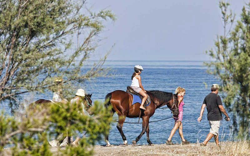the i-escape blog / Which greek islands are best for families / Thalatta seaside hotel