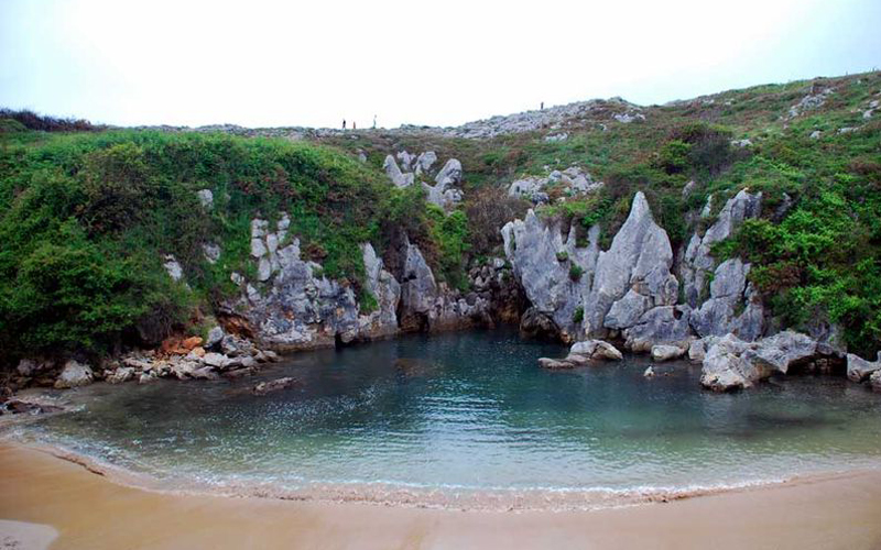 the i-escape blog / a road trip around northern spain / Playa de Gulpiyuri