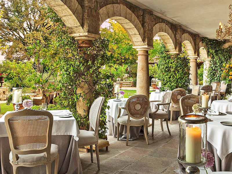The i-escape blog / Grande Dames: 9 fabulous reasons you should stay at a historic hotel / Borgo Santo Pietro