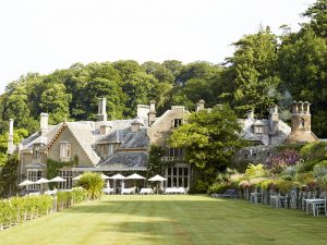 The i-escape blog / Grande Dames: 9 fabulous reasons you should stay at a historic hotel / Hotel Endsleigh