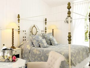 The i-escape blog / Grande Dames: 9 fabulous reasons you should stay at a historic hotel / La Baronnie