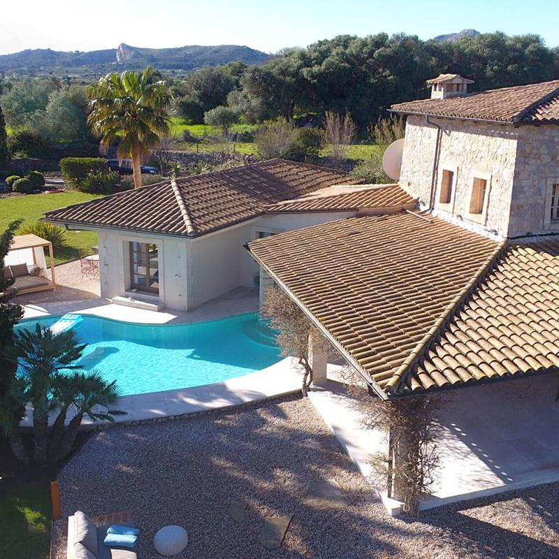 The i-escape blog / Discover the real Love Island: 8 romantic Mallorca hideaways / Pollensa Bay