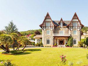 The i-escape blog / Grande Dames: 9 fabulous reasons you should stay at a historic hotel / Hotel Villa Soro