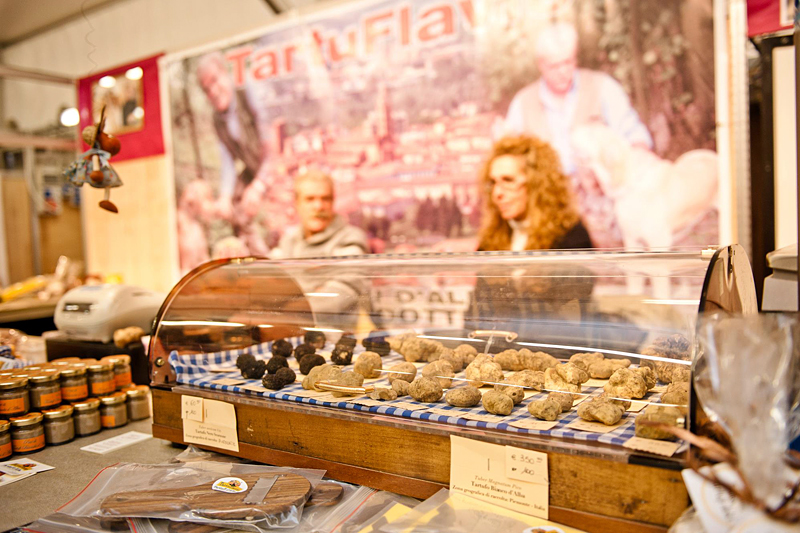 i-escape blog/ Where and when to enjoy Italy's harvest festivals Alba white truffle fair