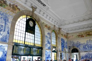 the i-escape blog / What's so cool about Porto? / Sao Bento train station