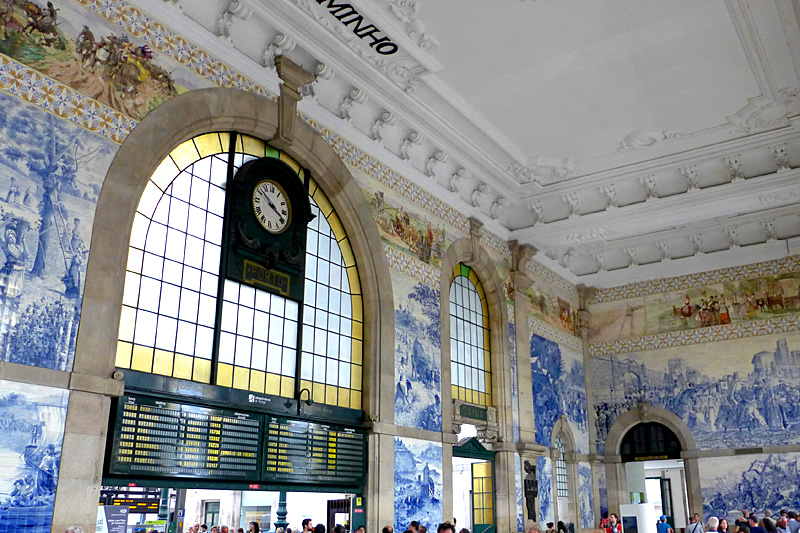 the i-escape blog / City guide: what's so cool about Porto? / Sao Bento train station