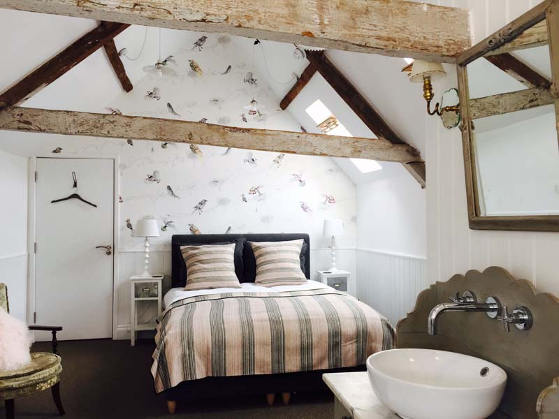 The i-escape blog / The 6 best places to see Britain's autumn colours / The Swan at Wedmore