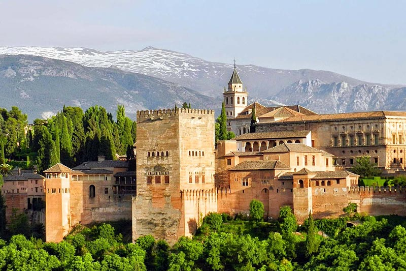 the i-escape blog / Why to choose Spain's Sierra Nevada for your next ski holiday / Alhambra Palace