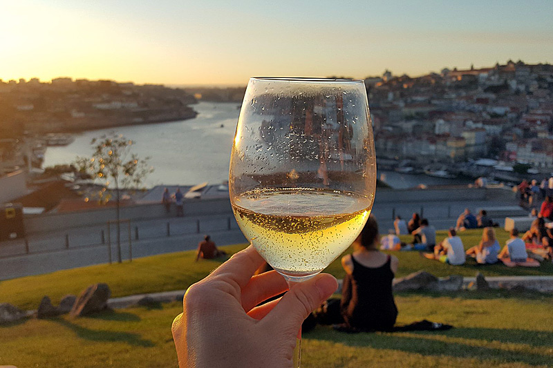 the i-escape blog / City guide: what's so cool about Porto? / Porto tonico at sunset