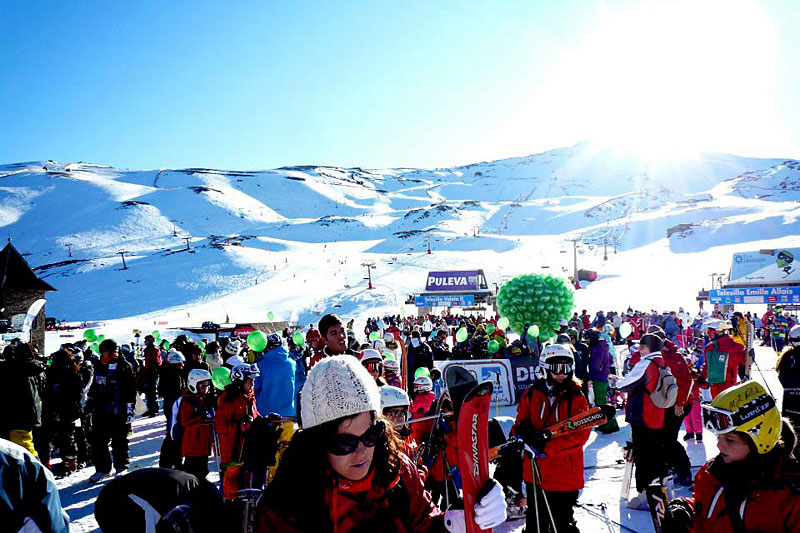 the i-escape blog / Why to choose Spain's Sierra Nevada for your next ski holiday / skiers