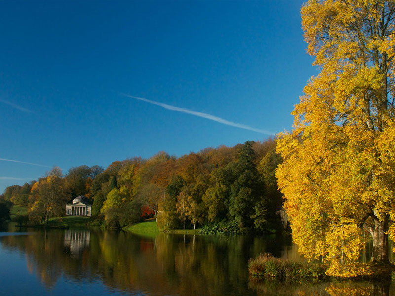The i-escape blog / The 6 best places to see Britain's autumn colours / Stourhead - copyright National Trust