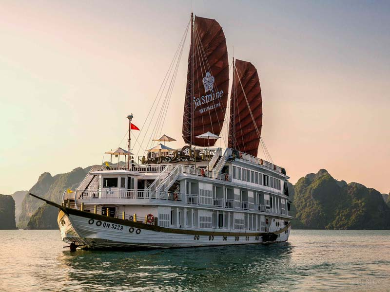 The i-escape blog / 10 best hotel rooms with amazing views / Cruise Halong