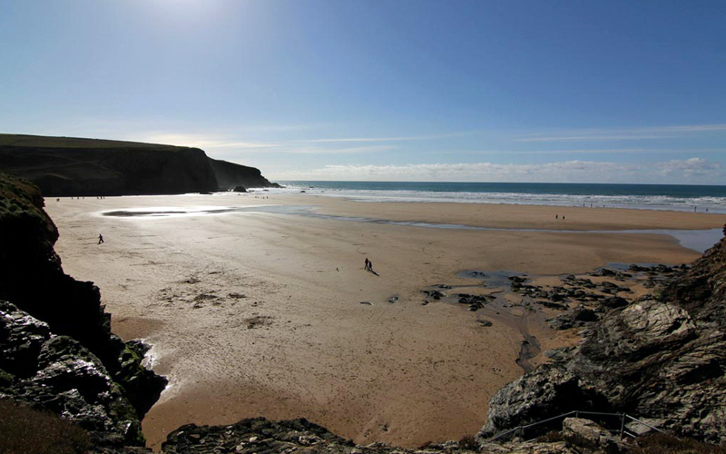 i-escape blog / 6 brilliant UK family breaks for October half term / Mawgan Porth beach