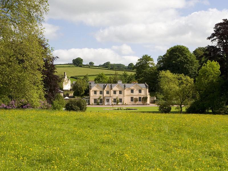 i-escape blog / 10 luxury super-size villas from £23 a night! / Felin Newydd