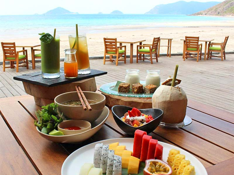 the i-escape blog / 8 Ultimate Honeymoon Islands / Six Senses Con Dao breakfast