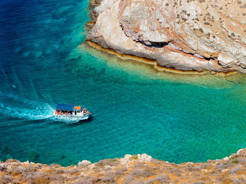 The i-escape blog / An insider's guide to Folegandros: sunsets, snorkelling and romance / Folegrandros boat trip