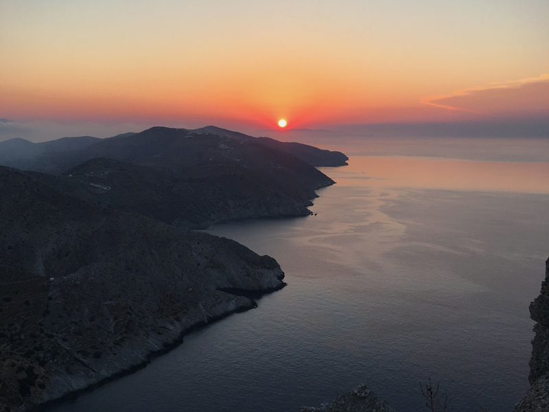 The i-escape blog / An insider's guide to Folegandros: sunsets, snorkelling and romance / Folegandros sunset