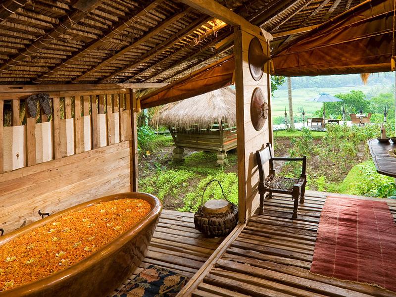 i-escape blog / Luxury hotel bathtubs with spectacular views / Bambu Indah Bali