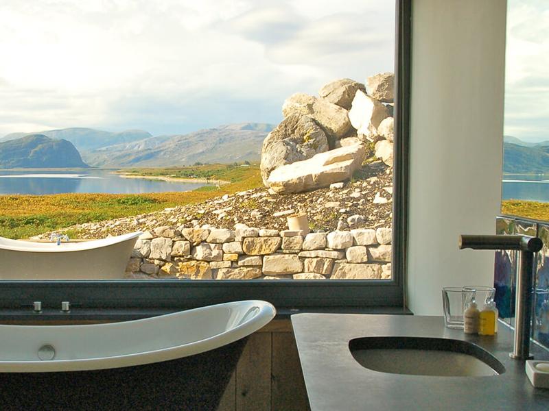 i-escape blog / Luxury hotel bathtubs with spectacular views / Croft 103 Scotland