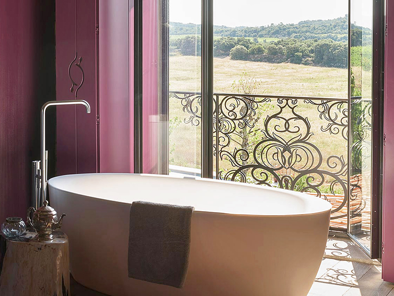 i-escape blog / Luxury hotel bathtubs with spectacular views / Village Castigno France