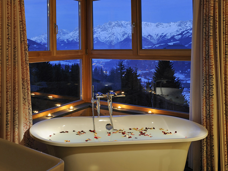 i-escape blog / Luxury hotel bathtubs with spectacular views / Forsthofalm, Austria