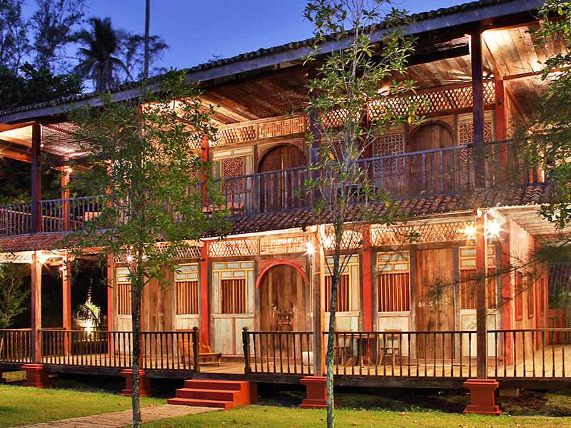 the i-escape blog / Amazing Asian islands for Christmas / Temple Tree Heritage Resort
