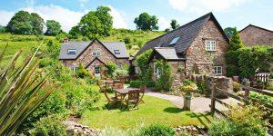 The i-escape blog / August bank holiday: last chance UK availability / Tudor Farmhouse