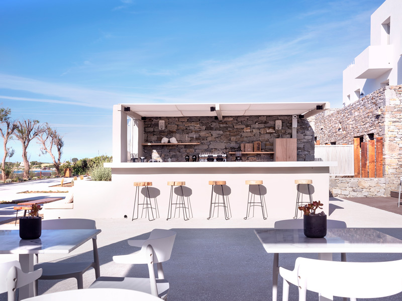 the i-escape blog / 12 last-minute beach holidays in Europe / Paros Comfy Suites